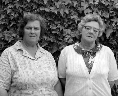 Clive Stone, Adele Stone and twin sister Beryl Radcliffe, Red Beach, 1973/1981/1/5, Hibiscus Coast Project – Part 1; gelatin silver print, images courtesy of the artists, Paul McNamara and The New Zealand Portrait Gallery