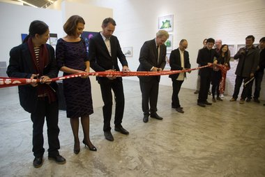 Rong Rong, Marie-Luce Bree, Marcel Feil, Amsterdam Mayor Van der Laan, Feng Boyi, and Liu Gang cut the ribbon to officially open Still/Life: Contemporary Dutch Photography at Three Shadows Photography Art Centre. Photo: John B Turner