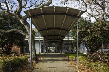 Photo of Te Tuhi's front entrance by Sam Hartnett.