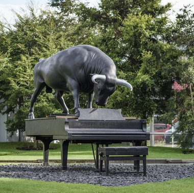 Michael Parekowhai, Chapman's Homer, 2011. Bronze, stainless steel. Courtesy of the artist and Michael Lett Gallery