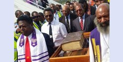 The 1611 Bible arriving in Papua. Photo from PNG 'Attitude'.